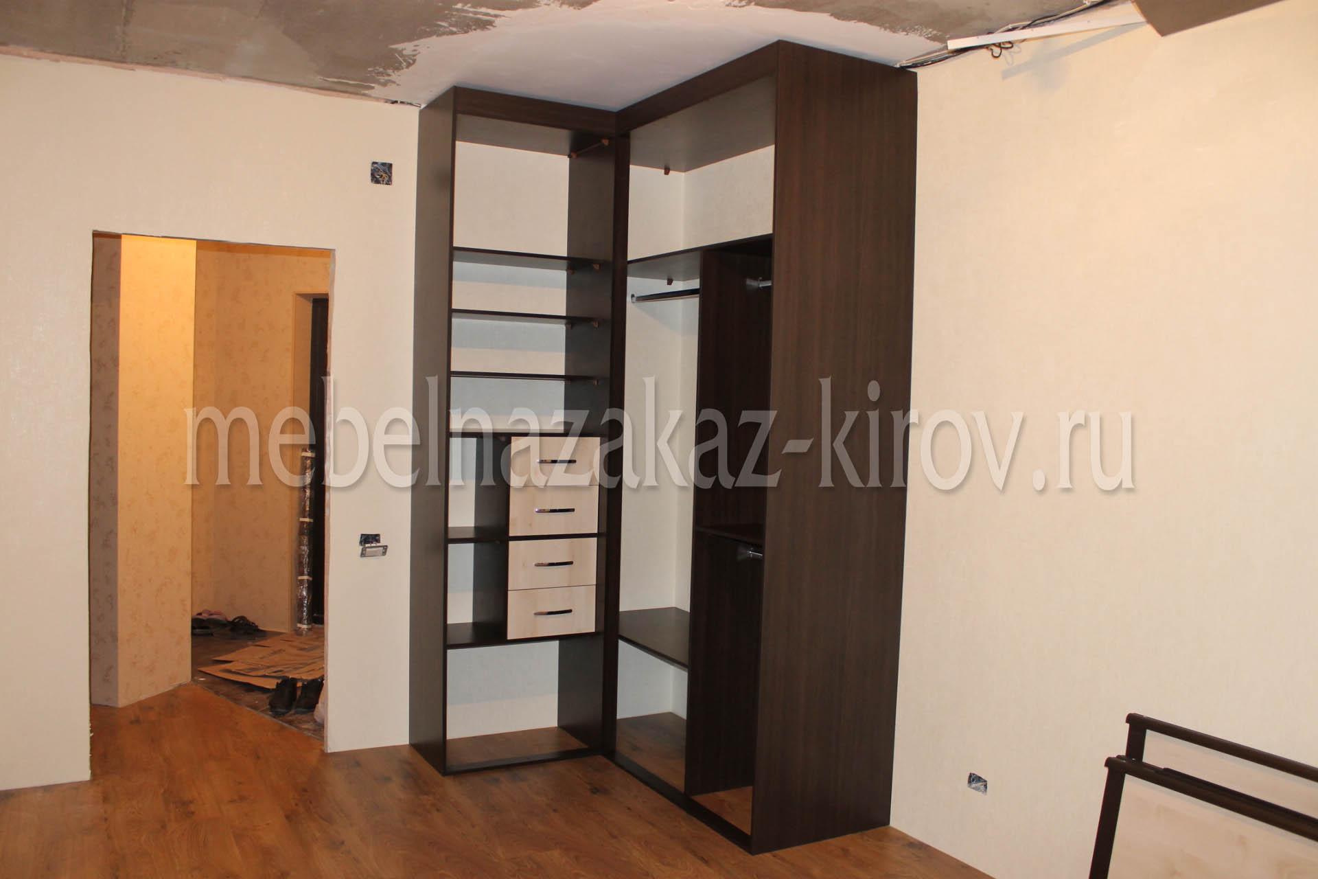 Угловой шкаф на заказ с распашным механизмом дверей мебель к.