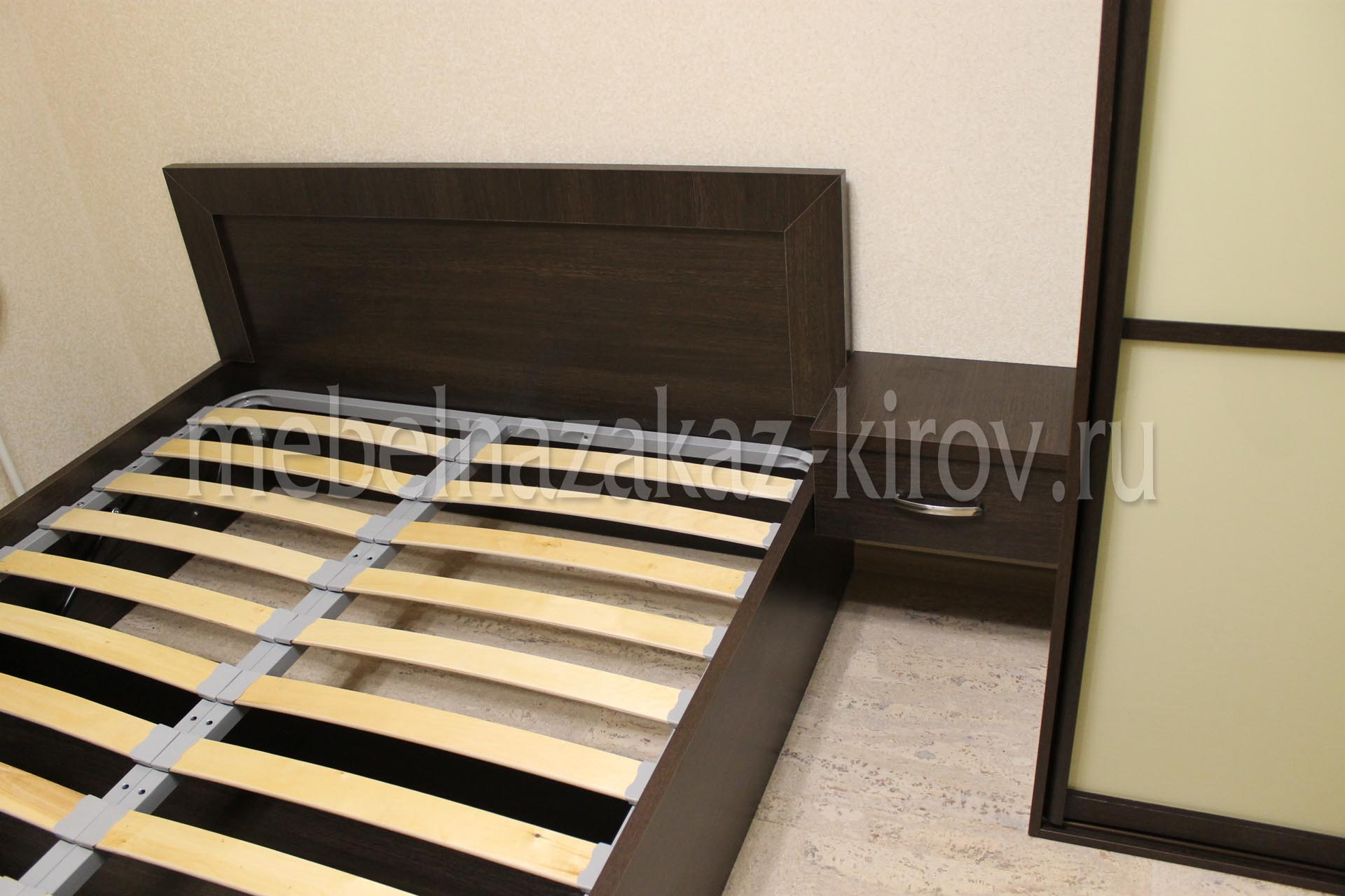 Кровать на заказ с подъёмным механизмом